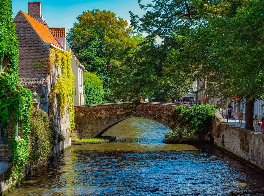 brujas-puente-canales-tour-local